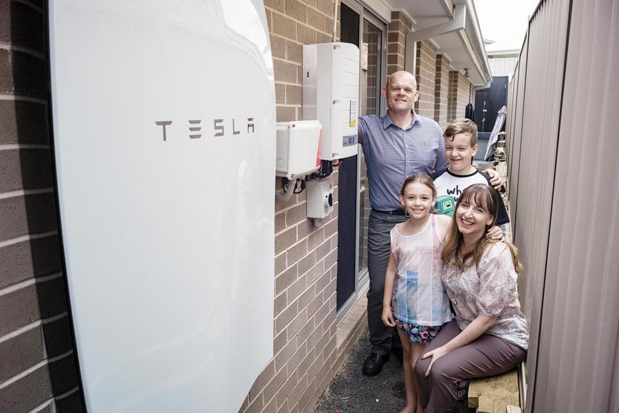 001_Pfitzner Family with their Tesla Powerwall